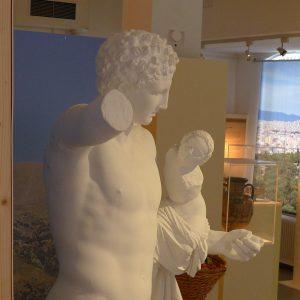 Hermes trägt den Dionysosknaben, Leihgabe des Archäologischen Museums der WWU Münster, Kopie nach einem Original aus dem 4. Jh.; Bildnachweis: KSM/Archäologisches Museum der WWU Münster