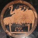 Hetäre und Symposiast auf einer Kline. Tondo einer attisch-rotfigurigen Kylix des Malers Makron, um 490 v. Chr. Foto: Marie-Lan Nguyen